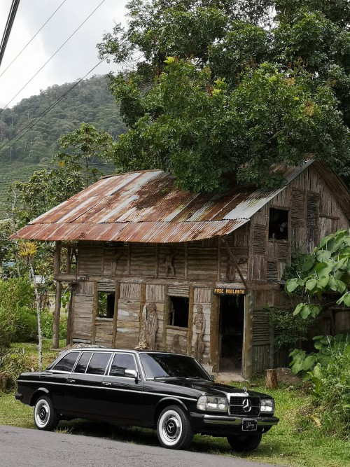 WOOD-HOUSE.-CARTAGO-COSTA-RICA-MERCEDES-LIMOUSINE-RIDES.jpg